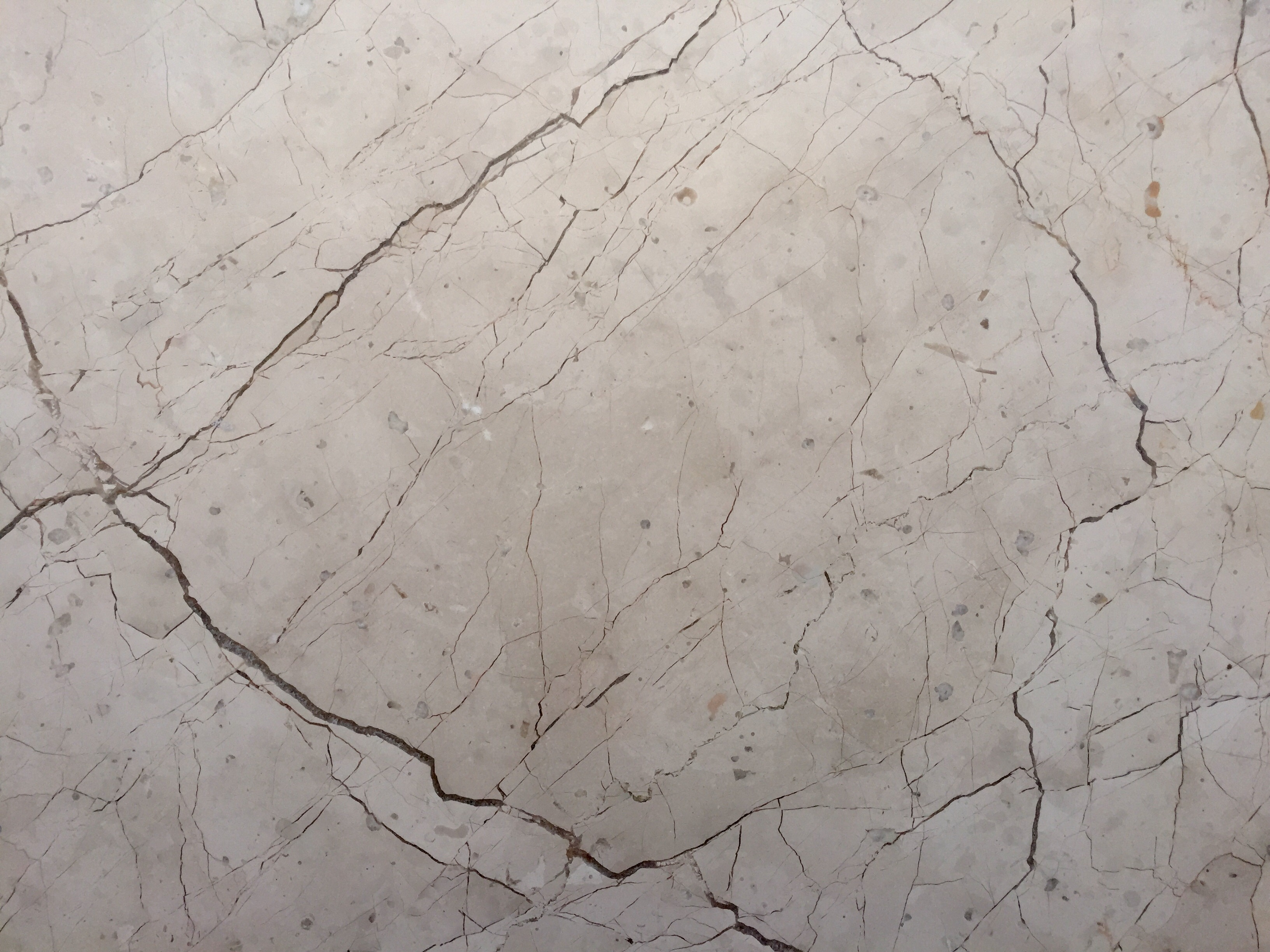Marmol beige maya stone finish cabo for Materiales de marmol